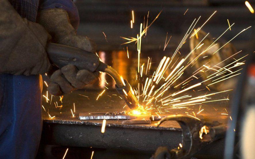 La caída en la producción metalúrgica contrajo en el nivel de empleo en el sector