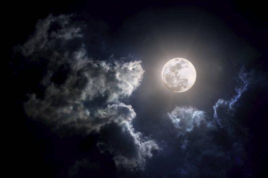 octubre viene con dos lunas llenas y una super luna nueva