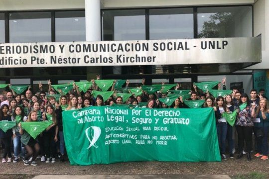 la unlp se viste de verde: los estudiantes podran faltar para participar de la marcha por el aborto legal