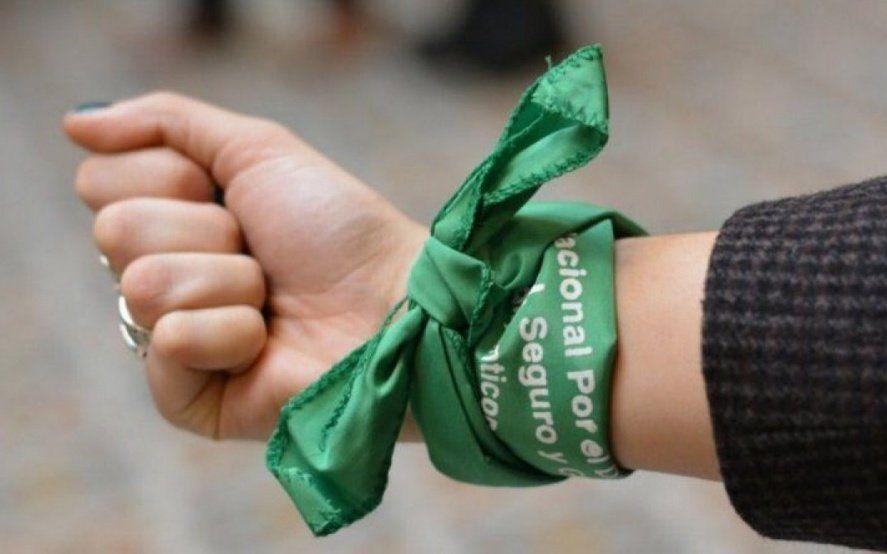 Polémica: la echaron de un boliche en Mar del Plata por llevar el pañuelo verde