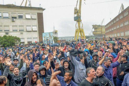 berisso: masiva marcha en apoyo al astillero rio santiago luego de la represion