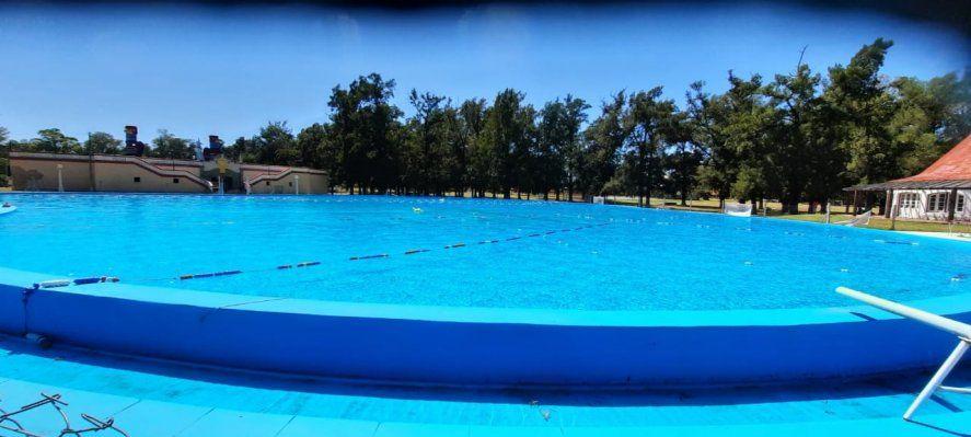 Las clases de natación se desarrollan en la pileta de la República de los Niños, el histórico predio de La Plata