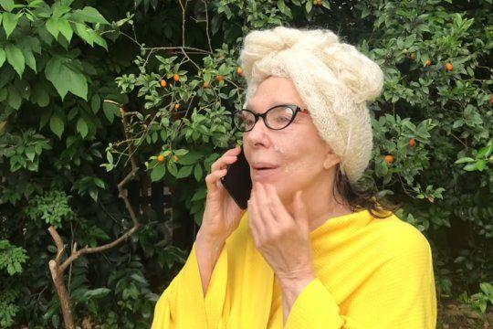 Graciela Borges haciendo de Mery July en el sketch por youtube con Verónica Llinás