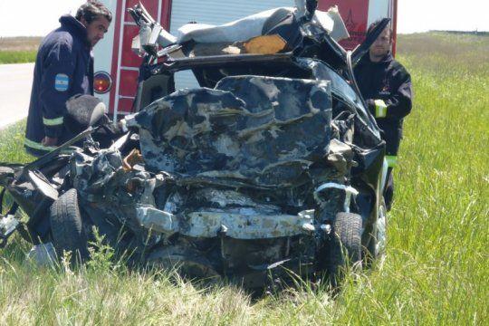 un medico de 65 anos murio al chocar su auto de frente contra un camion