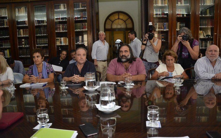 A menos de un mes del inicio de clases, expectativas por la reunión paritaria del gobierno con los docentes