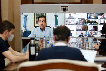 Kicillof y sus ministros dialogaron con intendentes con la temporada en la mira.