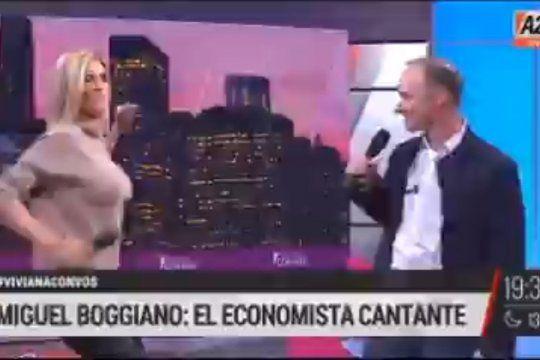 Viviana Canosa sumándose para cantar a dúo con su invitado, el economista Miguel Boggiano en una especie de Karaoke cringe
