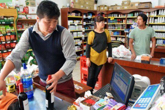 coronavirus: cerca de 500 duenos de supermercados chinos no pueden volver a argentina