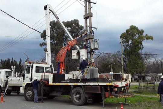 avanzan las obras para optimizar el servicio electrico en los hornos y melchor romero