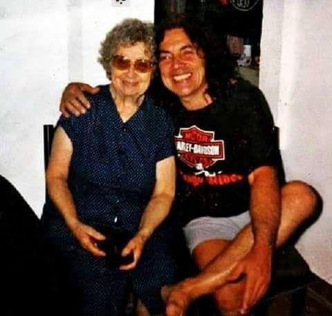 Norberto Pappo Napolitano junto a su madre