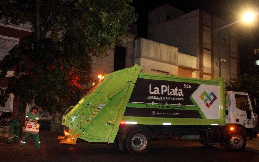Así ovacionaron en Vicente López y La Plata a los recolectores de residuos que trabajan en plena pandemia