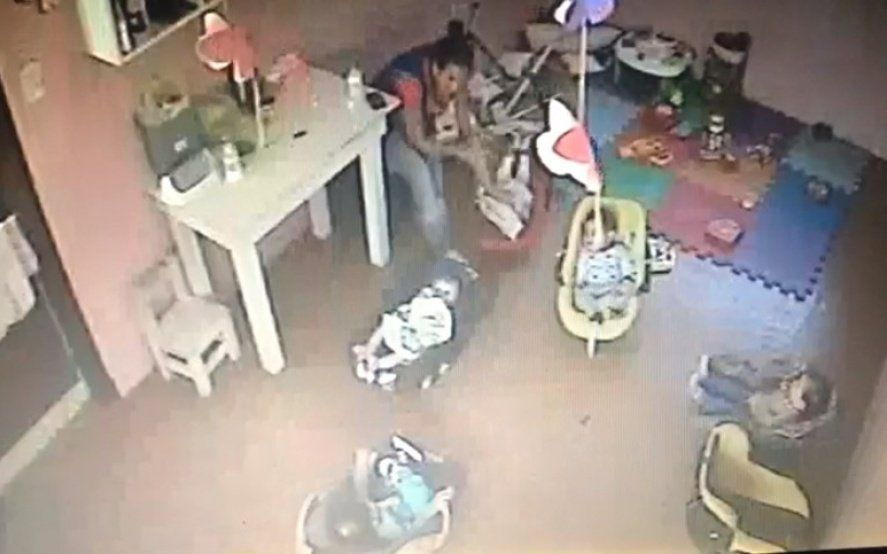 Imágenes sensibles: Así maltrataban a una bebé de 4 meses en un jardín de La Plata