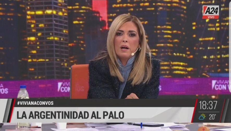 Viviana Canosa en modo arpía y yarará de lengua viperina