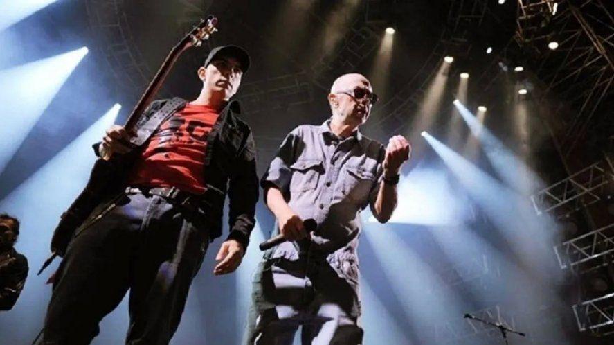 Gaspar Benegas, guitarrista de Los Fundamentalistas, junto al Indio Solari.