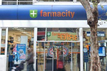 Farmacity podría desembarcar en la Provincia y hay alerta en el sector.