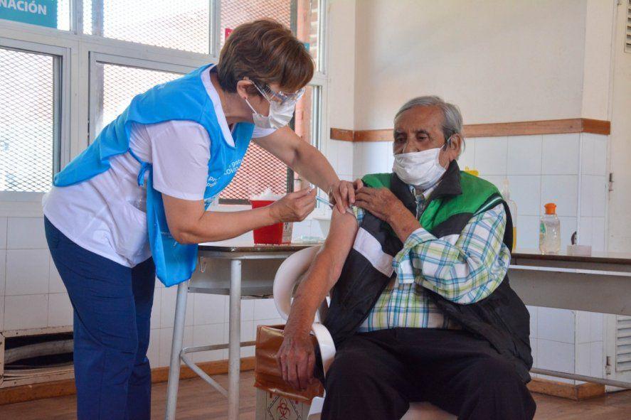 La vacuna antigripal debe aplicarse con