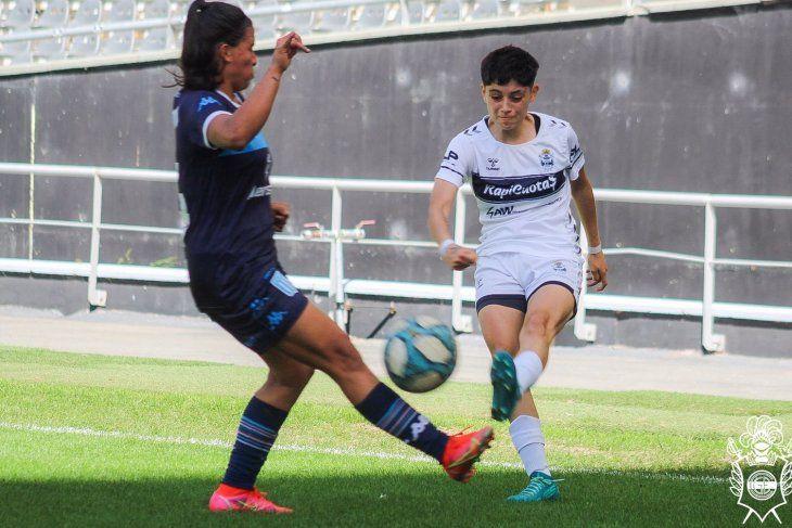 El fútbol femenino de Gimnasia no pudo sostener la ventaja y cayó con Racing.
