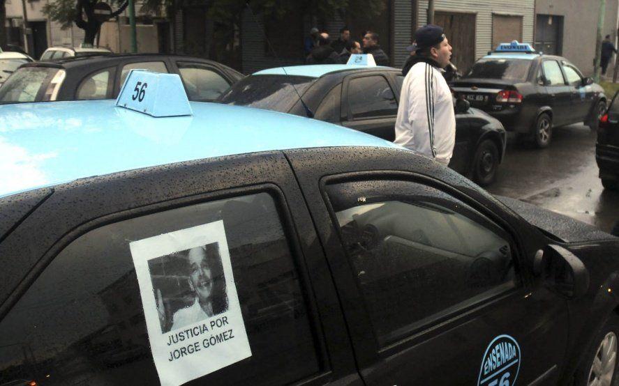 Taxistas se movilizan a los tribunales platenses para pedir justicia por el conductor asesinado