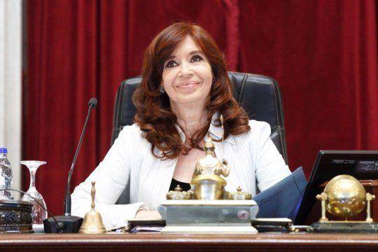 Cristina Fernández de Kirchner fue sobreseída junto con másde 200 exfuncionarios y empresarios en el marco de una causa derivada del casode los cuadernos