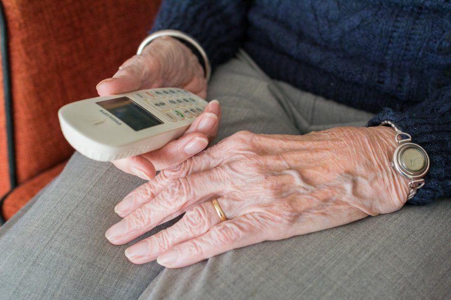 Una jubilada de 71 años perdió 3.400 dólares en un cuento del tío