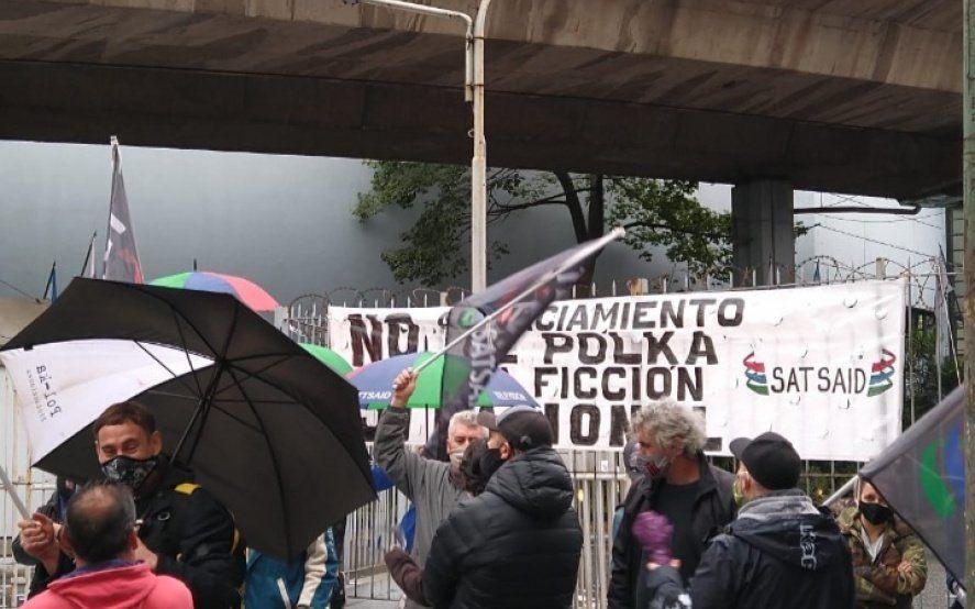 Fuerte movilización en las puertas de Artear contra el vaciamiento de PolKa