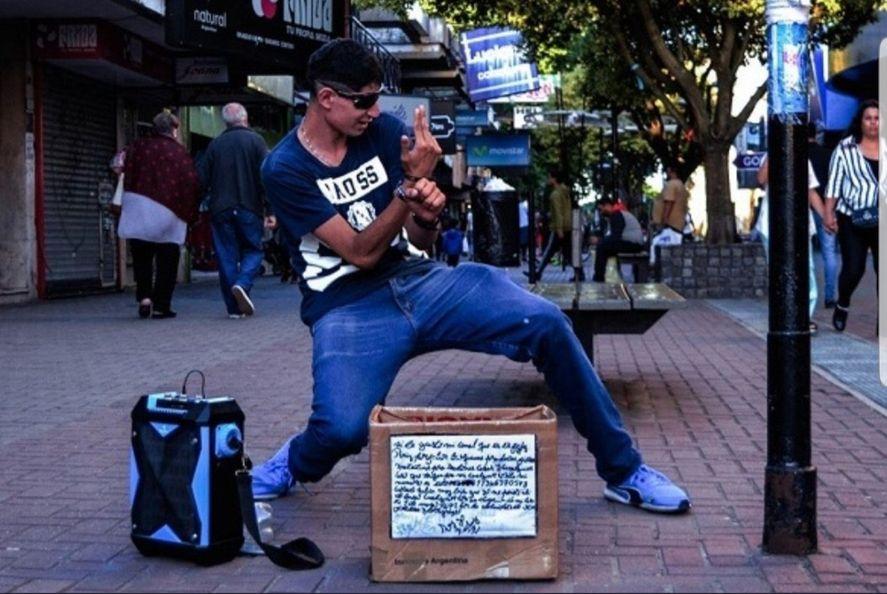 Murió Fichi, el eterno bailarín de la Peatonal Rivadavia de Quilmes