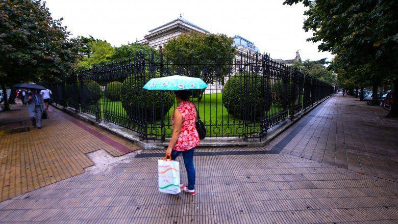 Baja la temperatura y llegan las lluvias: el clima para este 6 de agosto