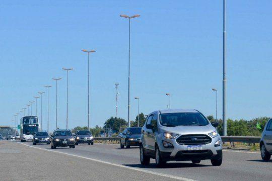 Más de 2.700 automóviles por hora circulaban esta mañana por el peaje de la localidad bonaerense de Samborombón.