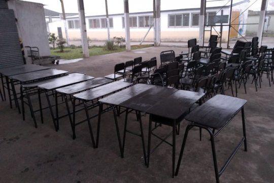 Presos acondicionaron 12 pupitres y 64 sillas para donar a escuelas