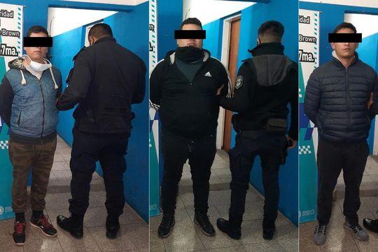 Los detenidos, de 26, 27 y 31 años, fueron echados de la fuerza