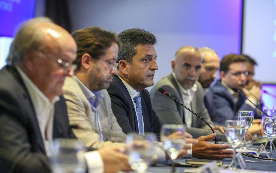 """Junto a economistas, Massa propuso un modelo de """"prosperidad inclusiva"""""""
