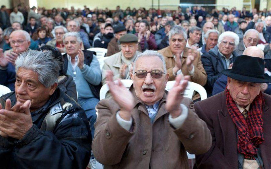 Jubilados: el gobierno eliminó el reintegro del 15% del IVA para compras con débitos
