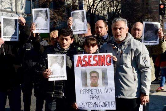 renuevan el pedido de prision perpetua para el joven que mato a golpes a un taxista