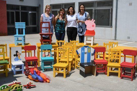 solidaridad tras las rejas: presos hicieron mesas, bancos y juegos de maderas para un jardin de infantes de la plata