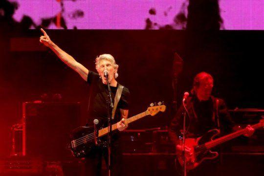 roger waters cierra su gira por argentina con otro show deslumbrante en el estadio unico