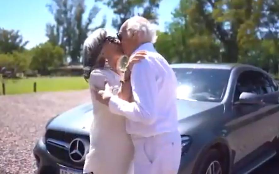 La rompieron: mirá la imperdible invitación de Carlos Bianchi y su esposa Marga a su fiesta de cumpleaños