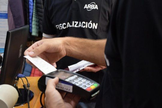 en los ultimos seis meses, 40 mil comercios bonaerenses instalaron dispositivos de pago electronico