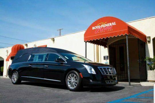 Una funeraria en Los Angeles no da abasto por los servicios a causa de fallecidos por Coronavirus en zonas de comunidades negras y latinas