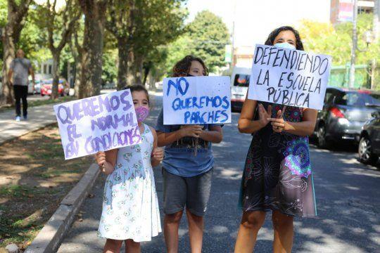 La preocupación de alumnos, docentes y padres ante el reinicio de clases presenciales en las escuelas bonaerenses