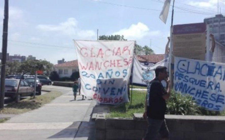 Trabajadores bloquean el puerto en reclamo de mejores condiciones laborales