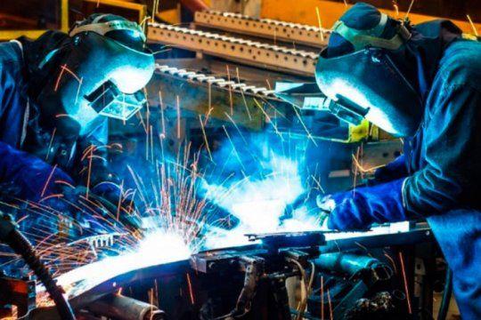 la actividad economica puso freno a la caida y mejoro respecto a abril