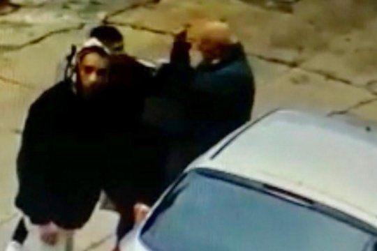 moron: matan de un balazo a un anciano cuando descendia de su auto frente a una parroquia