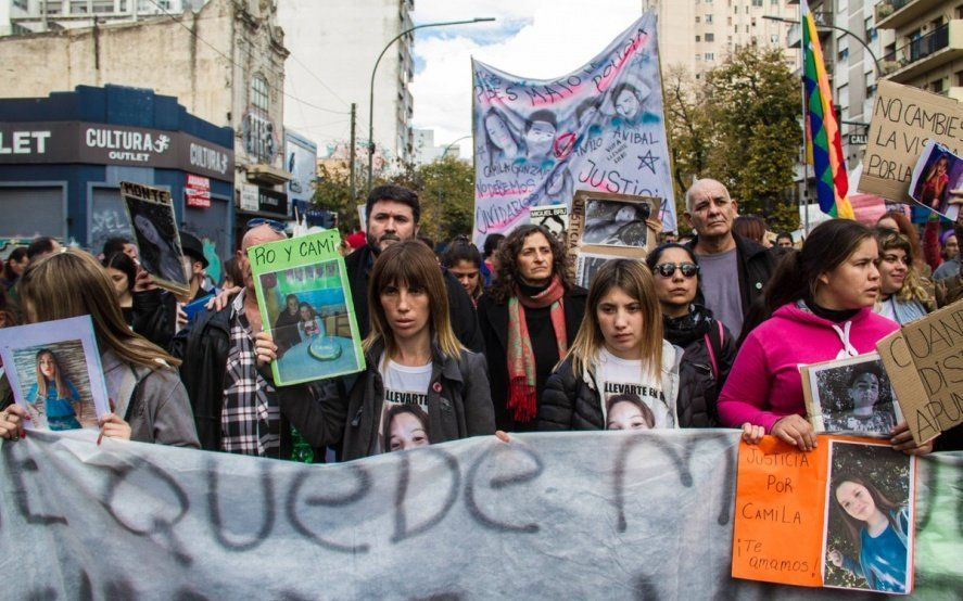 """Familiares de la masacre de Monte denuncian """"policías infiltrados"""" en la presentación de un informe"""
