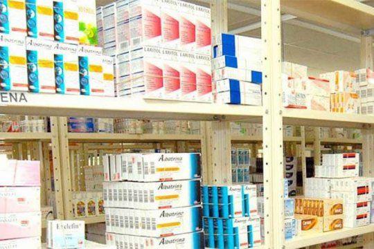 farmacias: quienes no se encuentren entre la poblacion en riesgo, deberan esperar hasta las 9.30 y llevar lapicera