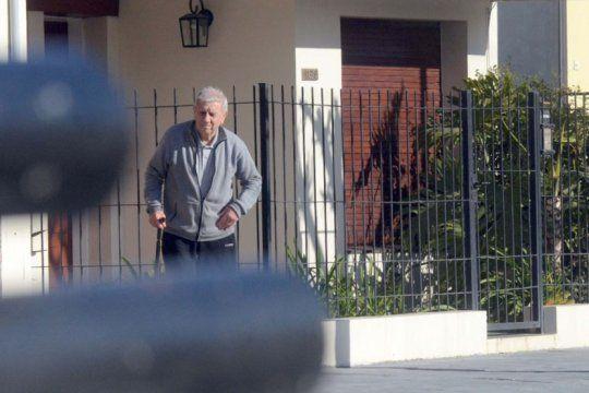 olavarria: un genocida con prision domiciliaria fue visto caminando sin custodio