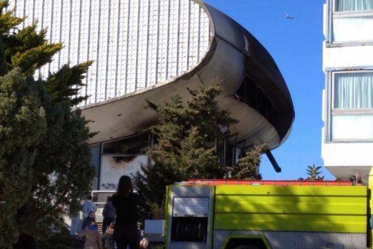 tristeza en necochea por el devastador incendio en el teatro del casino