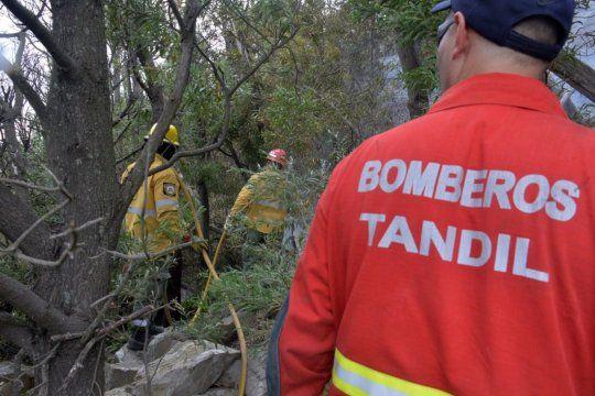 Los incendios en Tandil están controlados y creen que fueron intencionales. (Foto: Bomberos Tandil, Facebook).