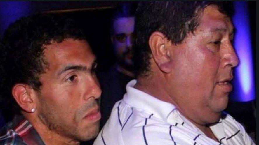 Carlos Tévez se vuelve de Rosario por la muerte de su padre