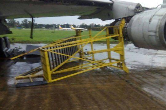 peligro: la lluvia hizo estragos en el precario aeropuerto de el palomar y flybondi cancelo vuelos