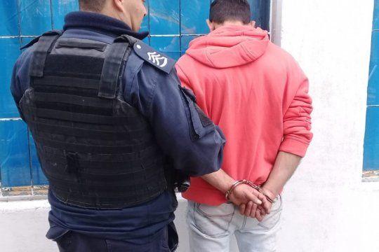 desafectaron a un policia bonaerense por provocar disturbios junto a un amigo con antecedentes penales